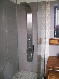 grand espace douche avec hydromassant