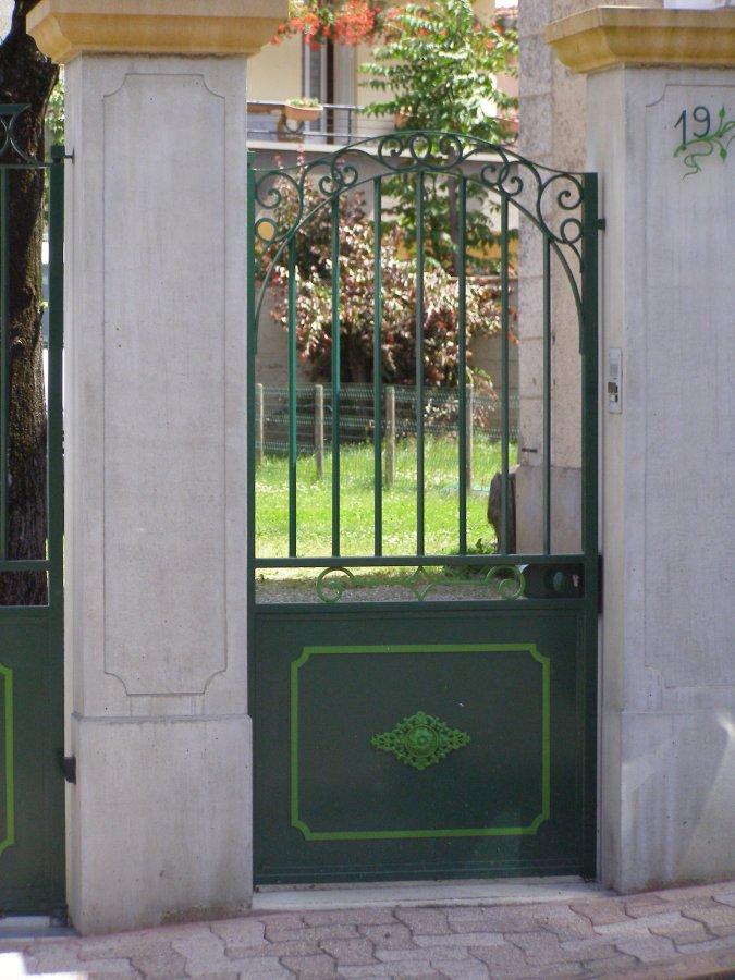 Ferronnerie d 39 art rocle portails et portillons for Fenetre a fer maille et verre dormant